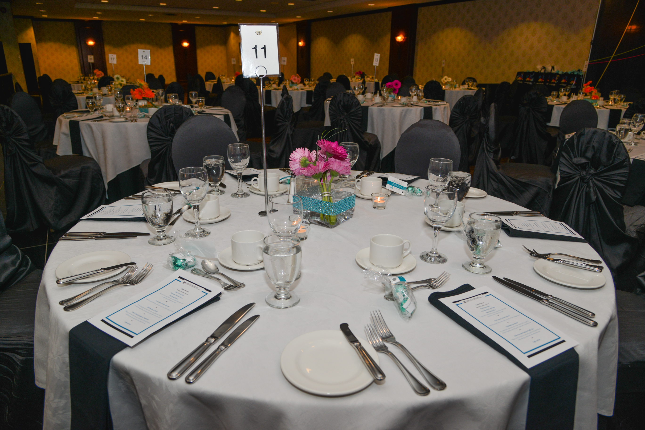 arrangement king s kings for arrangements table seating events banquet